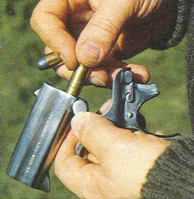 American Derringer 04 Laden
