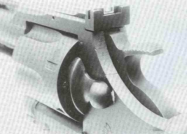 Die verstellbare Kimme des Peacekeepers hat einen weißumrandeten Kimmenausschnitt.