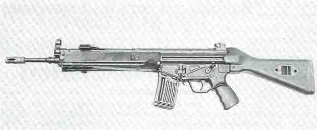 Heckler & Koch-Sturmgewehr HK33E, Kaliber .223 Remington, mit festem Schaft.