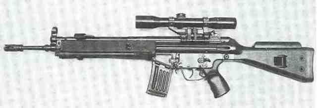 HK33SG1, die Scharfschützenausführung des HK33. Die Präzisionsgewehre mit ausgesuchter Schussleistung sind mit verstellbarem Kolben und Zielfernrohr ausgestattet.