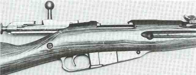 Geöffneter Verschluss des sowjetischen Mosin-Nagant-Repetierers Modell 44 im Kaliber 7,62 x 54R.