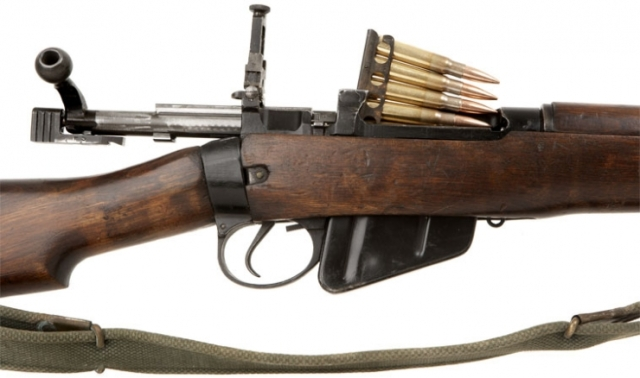 "Lee-Enfield No. 5 ""Jungle Carbine"" mit angestecktem Ladestreifen"