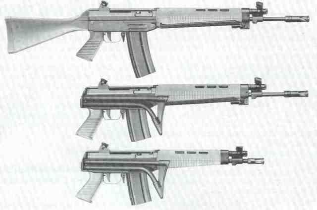 SIG-Sturmgewehrfamilie 540, von oben nach unten: Modell 540 mit festem Schaft, Modell 540 mit Klappschaft, Modell 543 mit kurzem Lauf und Klappschaft.