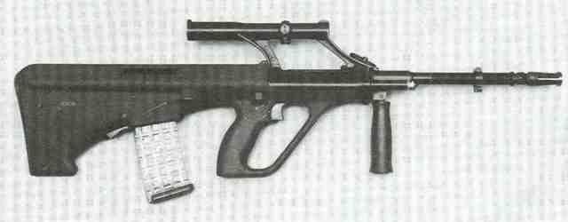 AUG im Kaliber 5,56 x 45 (.223 Remington), wie es beim österreichischen Bundesheer als Stg 77 eingeführt ist.