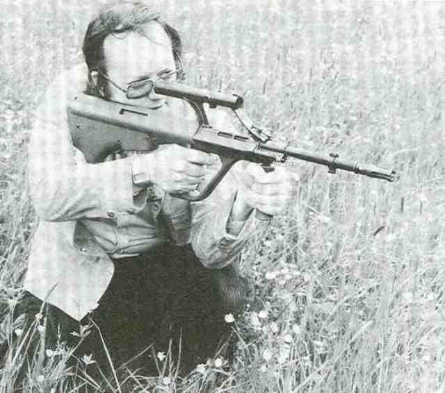 Der Autor beim Probeschießen mit einem Armee-Universal-Gewehr.