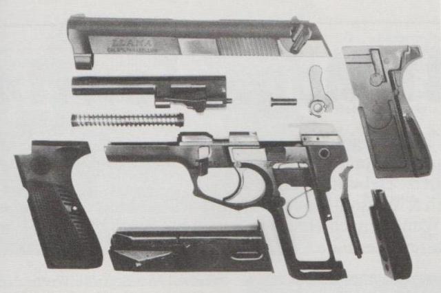 Armeepistole Llama 82, teilzerlegt.