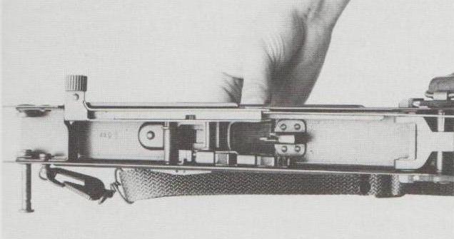 Blick in den unteren Teil des Verschlussgehäuses.