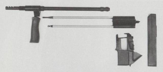 Jedes AUG kann durch einen aus Lauf, Masseverschluss, Magazinadapter und Magazin bestehenden Wechselsatz auf das Kaliber 9 mm Para umgerüstet werden.