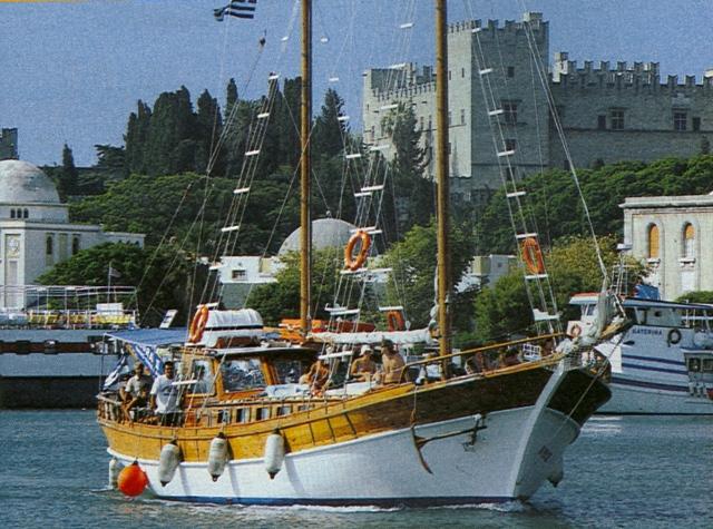 Großes Touristen-Kaiki auf Rhodos