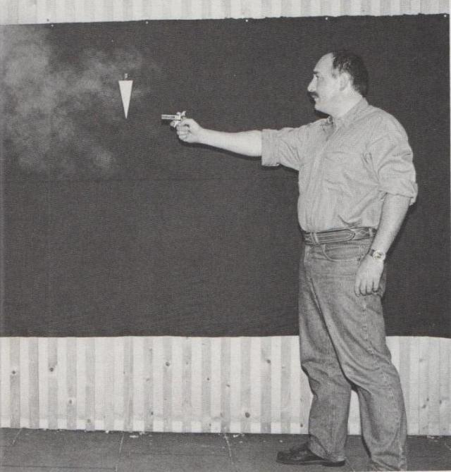 Testen der Verbreitung von Gaswolken aus einer Gaspistole.