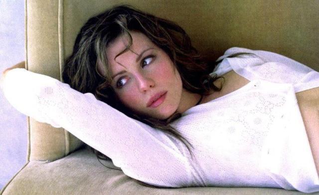 Kate Beckinsale 011b