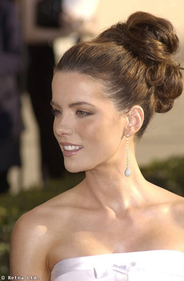 KATE BECKINSALE at the 8th Annual Screen Actors Guild Awards in Los Angeles. 10MAR2002.