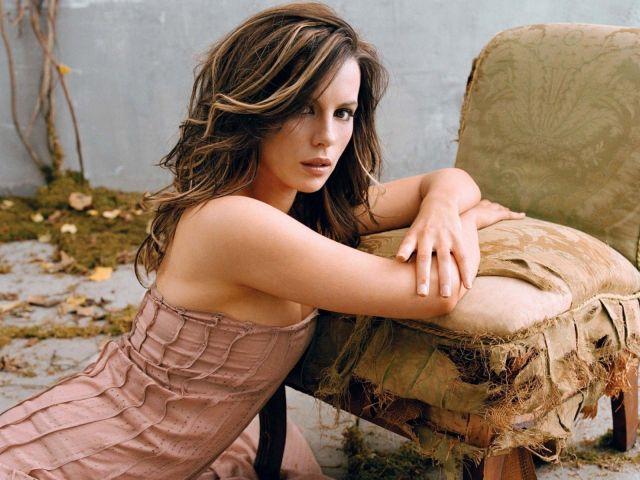 Kate Beckinsale 024b